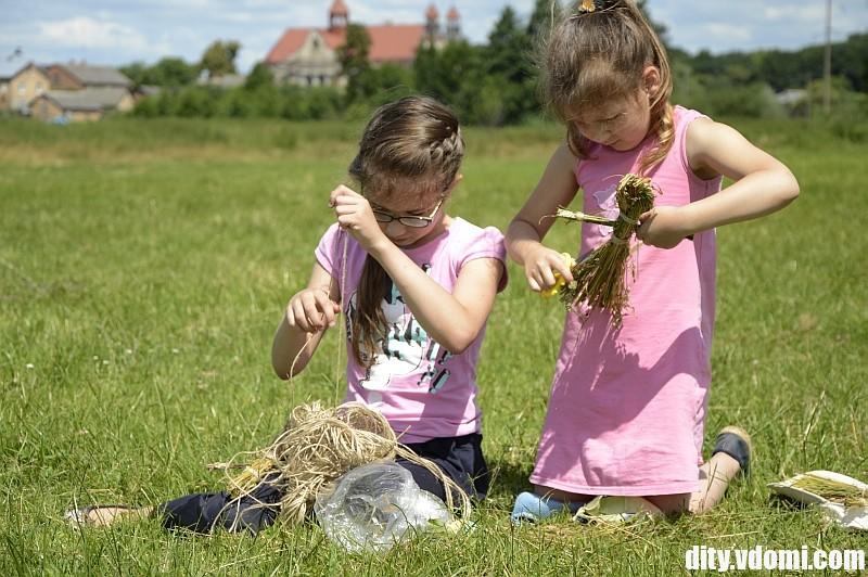 Лялька - мотанка з трави